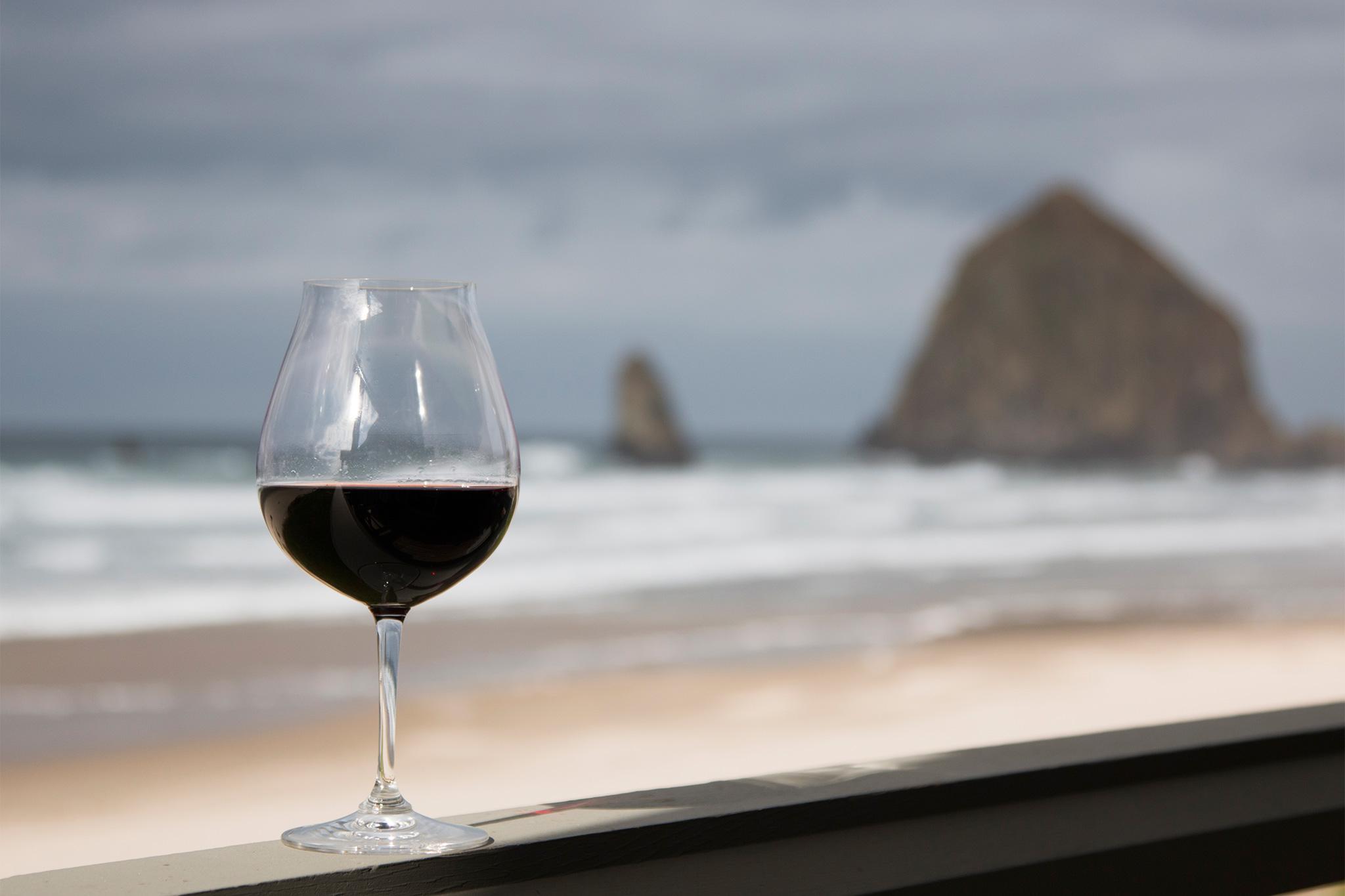 Cannon-Beach-Lifestyle-Stephanie-Inn-hor115